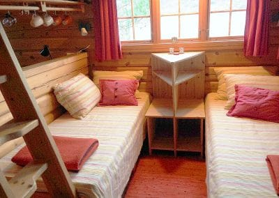 The little Living Room at the Log Cabin / Two beds
